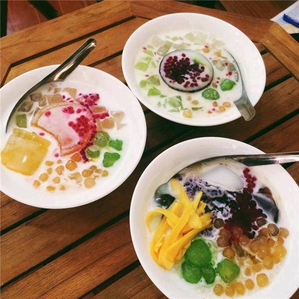 Bạn có thể tìm đến phố Tạ Quang Bửu, Triều Khúc, Lương Định Của... để nếm thử thạch rau câu thanh mát với giá chỉ từ 12.000 đồng. (Ảnh: Internet)