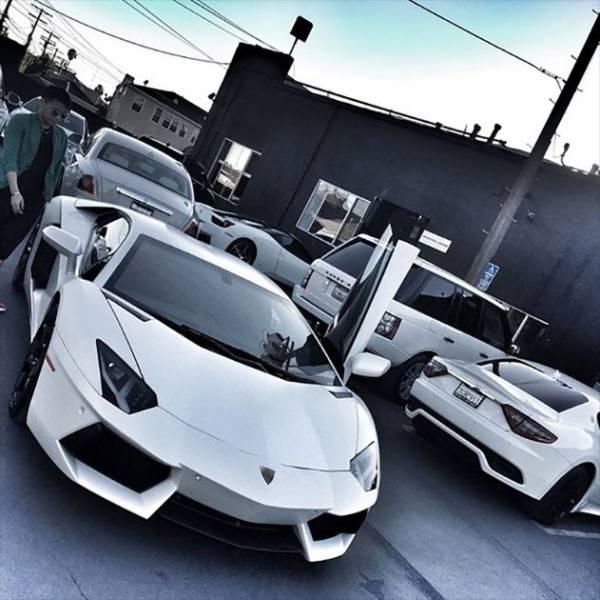 """Biệt đội siêu xe áo trắng """"thần thánh"""""""