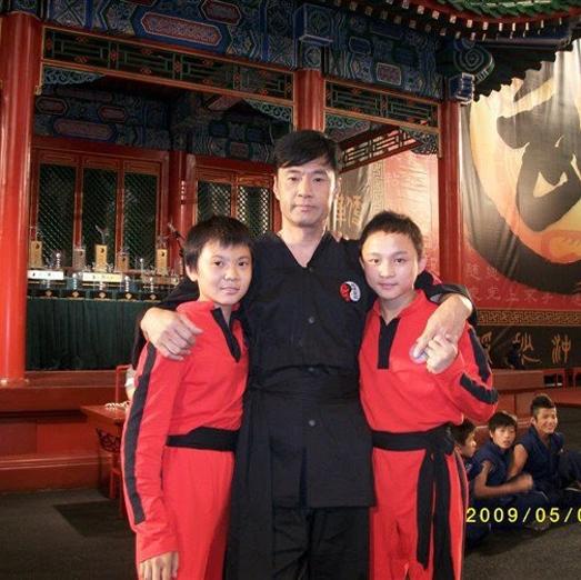 Liang là đàn em của Cheng, từng nhiều lần đụng độ với Dre ngoài đường phố lẫn trên sàn đấu.