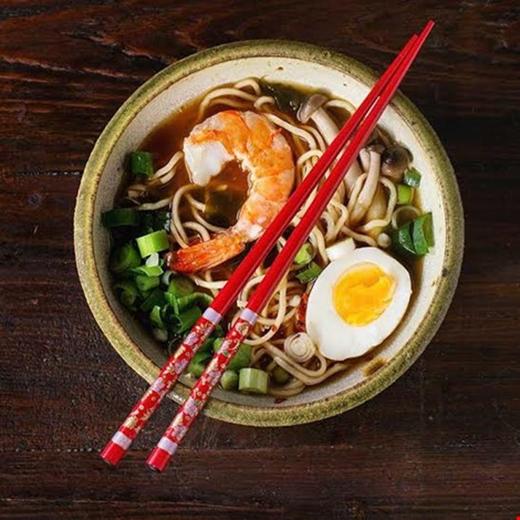 Kích cỡ dụng cụ ăn uống cũng được cho là ảnh hưởng nhiều tới lượng thức ăn bạn muốn ăn.