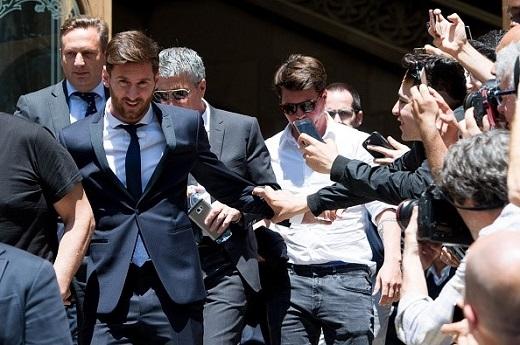 Tiền đạo người Argentina từ chối trả lời các câu hỏi của phóng viên.