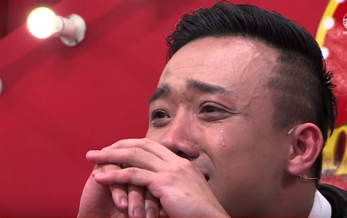 Có lẽ vì vậy mà tuyến lệ nam MC hơi nhạy cảm,Trấn Thành thường không nén được nước mắt mỗi khi thấy xúcđộng. - Tin sao Viet - Tin tuc sao Viet - Scandal sao Viet - Tin tuc cua Sao - Tin cua Sao