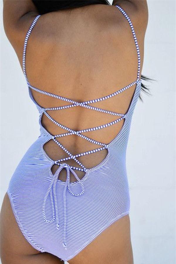 Vừa cổ điển vừa hiện đại với kiểu áo bơi cột dây. (Ảnh: Internet)