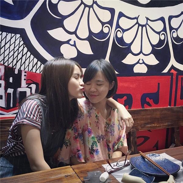 Ngày nghỉ cuối tuần, Tú Vikhông hẹn hò với ông xã Văn Anh mà dành thời gian đểđi chơi cùng em gái. - Tin sao Viet - Tin tuc sao Viet - Scandal sao Viet - Tin tuc cua Sao - Tin cua Sao