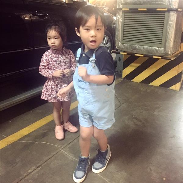 Những hình ảnh của hai thiên thần nhỏ luôn nhận được hàng nghìn lượt thích và chia sẻ trên mạng xã hội. - Tin sao Viet - Tin tuc sao Viet - Scandal sao Viet - Tin tuc cua Sao - Tin cua Sao