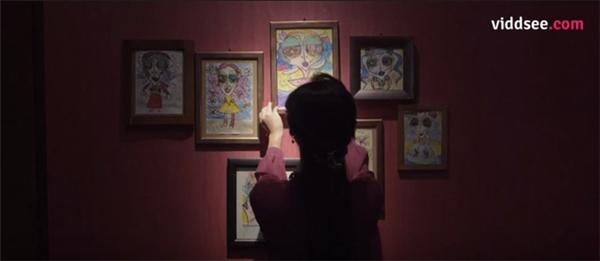 Những bức ảnh chân dung về mẹ của Inhyung từ bé đã là người phụ nữ có chiếc cằm nhọn hoắt.