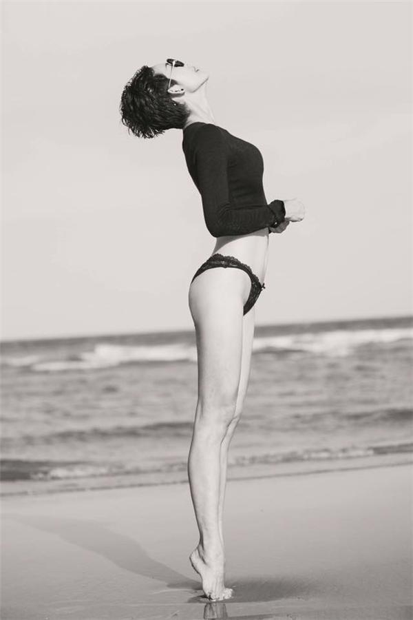 Bà mẹ một con Xuân Lan khoe thân hình quyến rũ trên biển.