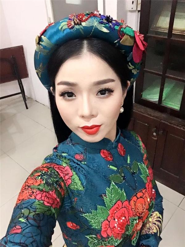 Lệ Quyên rạng rỡ và ngọt ngào trong trang phục truyền thống của người phụ nữ Việt.