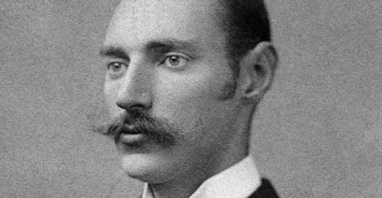 Trong số các hành khách tử nạn có John Jacob Astor IV (1864-1912), một nhà tài phiệt người Mỹ vô cùng giàu có và quyền lực.