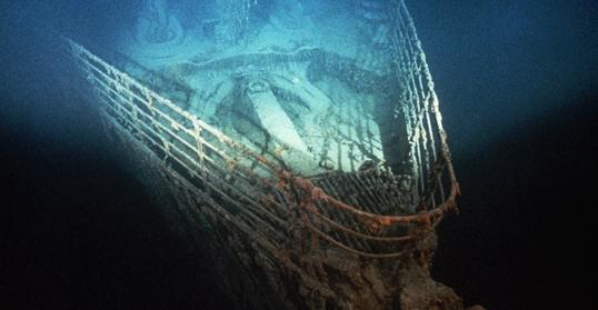 Năm 1985, xác tàu Titanic được tìm thấy ở độ sâu 3.800m dưới lòng biển, cách phía đông nam bờ biển hòn đảo Newfoundland 643km. Đây là hình ảnh mũi tàu đã rỉ sét.