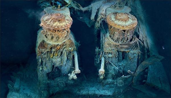Hai động cơ nằm ở phần đuôi tàu.