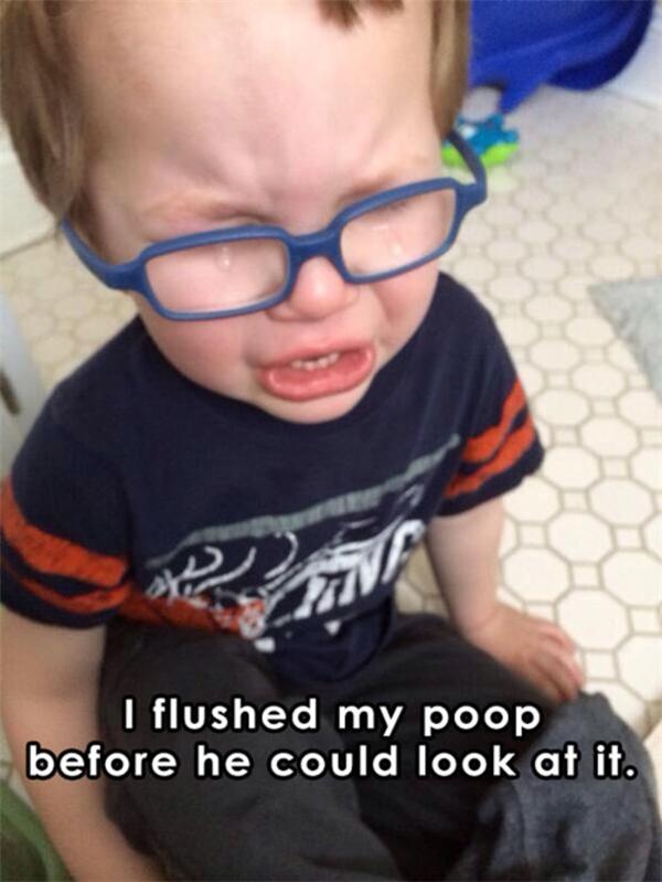 Mẹ đi vệ sinh xong dội nước liền, không cho ổng xem thứ gì trong đó.