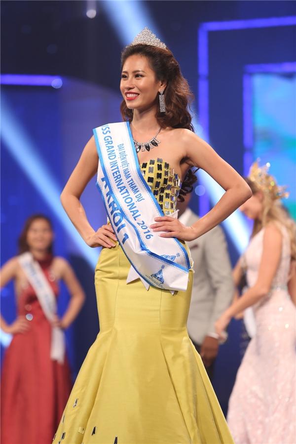 Giải Á khôi 1 thuộc về thí sinh Yến Nhi. Cô sẽ đại diện Việt Nam tham gia cuộc thi Hoa hậu Hòa bình Quốc tếtrong năm nay.