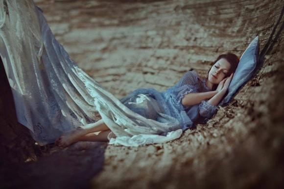 Đừng vì quá cô đơn mà yêu sai người, rồi cả đời tự chuốc lấy cô đơn...