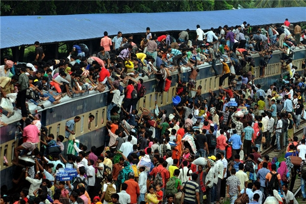 Một đoàn tàu quá tải ở Ấn Độ - quốc gia đông dân thứ hai thế giới. (Ảnh: Internet)