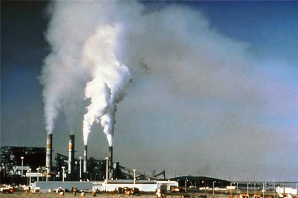 Khí thải từ các nhà máy đang phá hủy hành tinh chúng ta. (Ảnh: Internet)