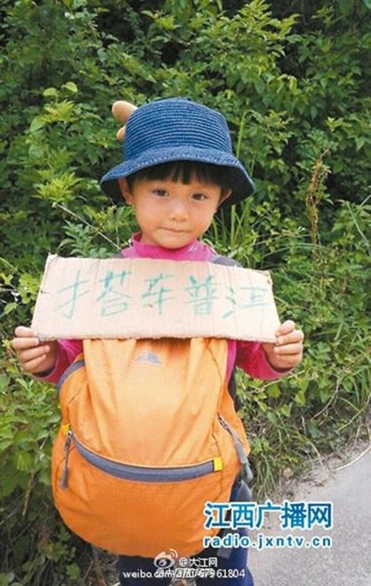 Chuyện cô bé 4 tuổi đi bộ nửa vòng Trung Quốc để du lịch gây tranh cãi