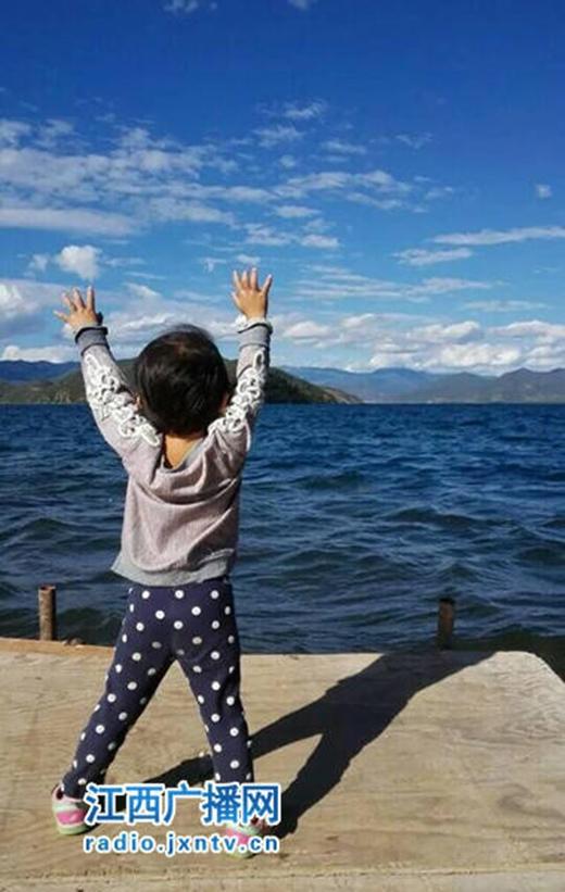 Cô bé đã đi được một nửa Trung Quốc, bao gồm các tỉnh như Vân Nam, Quảng Tây, Quý Châu, Tứ Xuyên, Trùng Khánh, Tây Tạng, Quảng Đông...