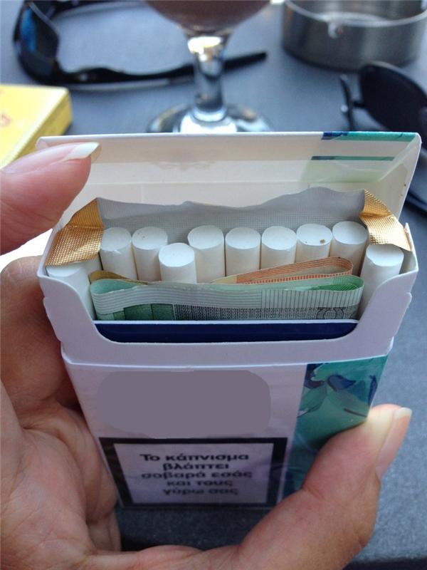 Hoặc gói thuốc lá.