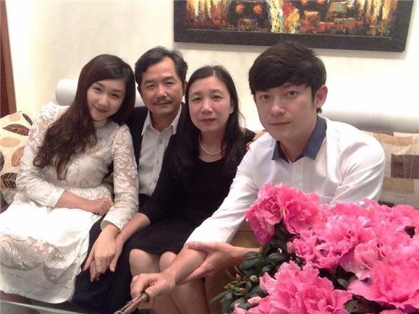 """Gia đình """"ai cũng đẹp"""" của Phan Nhân.(Ảnh: NVCC)"""