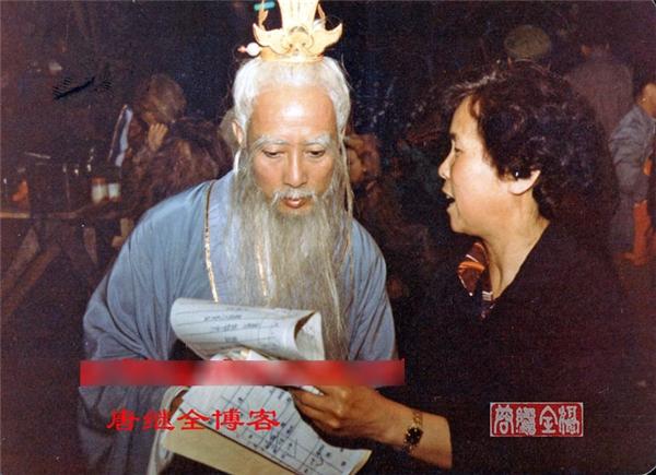 Đạo diễn Dương Khiết đang chỉ đạo cho diễn viên Vương Trung Tín (vai Thái Bạch Kim Tinh).