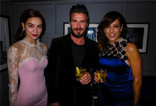 Hồ Ngọc Hà cũng là một trong những mĩ nhân Việt có cơ hội gặp gỡ nhiều sao quốc tế. Trong ảnh, cô có khoảnh khắc tuyệt vời cùng David Beckham và Kate Walsh.