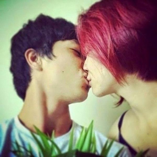 """Câu chuyện giữa hai người bắt đầu khi Hòa Minzy đăng bức ảnh """"khóa môi"""" người tình lên Instagram vào đầu năm ngoái. - Tin sao Viet - Tin tuc sao Viet - Scandal sao Viet - Tin tuc cua Sao - Tin cua Sao"""