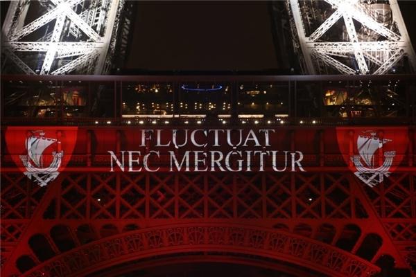 """12. Câu khẩu hiệu của thành phố Paris là """"Fluctuat NecMergitur"""", có nghĩa là """"bị sóng đánh nhưng chẳng chìm"""". (Ảnh: Internet)"""