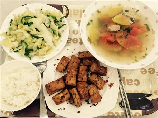 Những món ăn dân dã như cá, đậu, trứng và rau củ quả đơn giản bình dân nhất chínhlà sự lựa chọn hàng đầu của Ngọc Trinh. - Tin sao Viet - Tin tuc sao Viet - Scandal sao Viet - Tin tuc cua Sao - Tin cua Sao