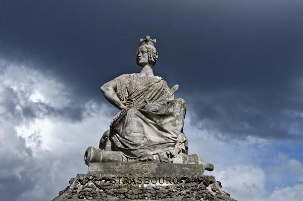 17. Những bức tượng quanh Quảng trường Concorde đại diện cho 8 thành phố lớn của Pháp: Lille, Strasbourg, Marseille, Nantes, Lyon, Brest, Bordeaux và Rouen. (Ảnh: Internet)