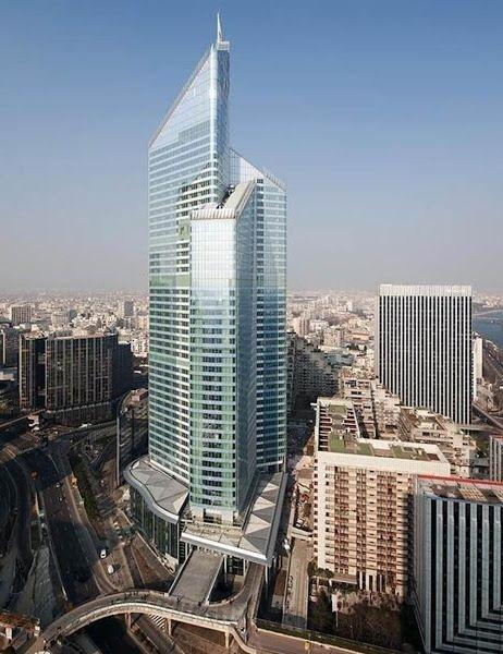 20. Tháp First tọa lạc tại khu kinh tế La Défense là công trình cao nhất ở Paris với chiều cao 231m. (Ảnh: Internet)