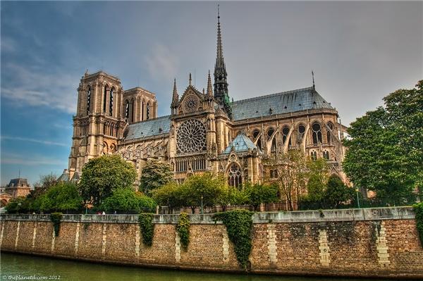 40. Nhà thờ Đức Bà là nơi thu hút khách nhất Paris với 14 triệu lượt khách tham quan vào năm 2014. (Ảnh: Internet)