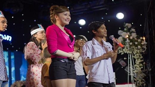Những lần ca sĩ Việt bị sàm sỡ ngay trên sân khấu gây bức xúc
