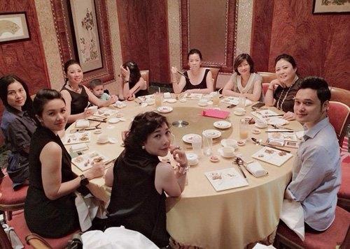 Bức ảnh Quang Vinh góp mặt trong bữa ăn gia đình Lý Quí Khánh dường như là một trong những cơ sở để dư luận tin rằng mối quan hệ thực sự tốt đẹp và gần gũi. - Tin sao Viet - Tin tuc sao Viet - Scandal sao Viet - Tin tuc cua Sao - Tin cua Sao