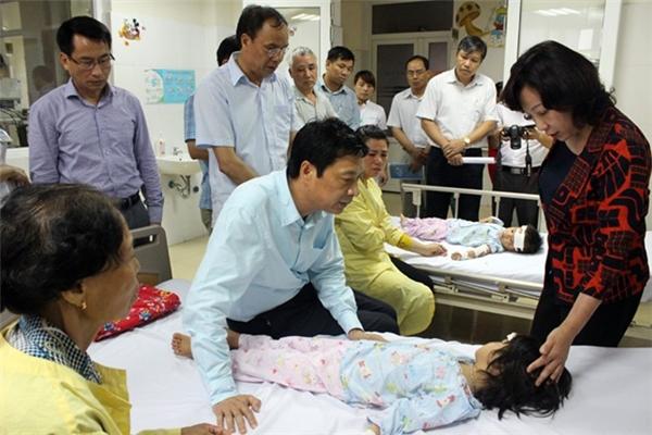 Chính quyền địa phương đã tới thăm gặp, động viên cũng như hỗ trợ gia đình bị nạn.(Ảnh: Internet)