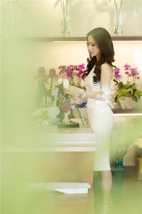 Trong thời gian sắp tới, Angela Phương Trinh sẽ hạn chế xuất hiện tại các sự kiện giải trí để tập trung cho bộ phim sắp khai máy ở Đà Lạt.Đây là một trong những dự án nghệ thuật mà cô tham gia sau Taxi, em tên gì!.