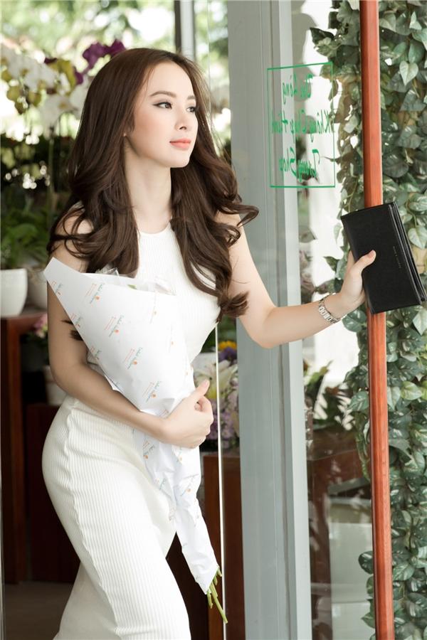 Ngoài ra, nữ diễn viên 9x cũng nhận được lời mời làm đại sứ thương hiệu cho nhiều thương hiệu nổi tiếng tại Việt Nam.