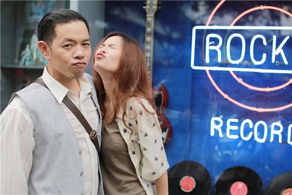 """Ngạc nhiên hơn nữa, Huyền Trang còn nhiều cảnh khóa môi mặn nồng với """"chị Hội"""" Thái Hòa. Và điều này khiến cô khá khó khăn để hoàn thành vai diễn của mình."""