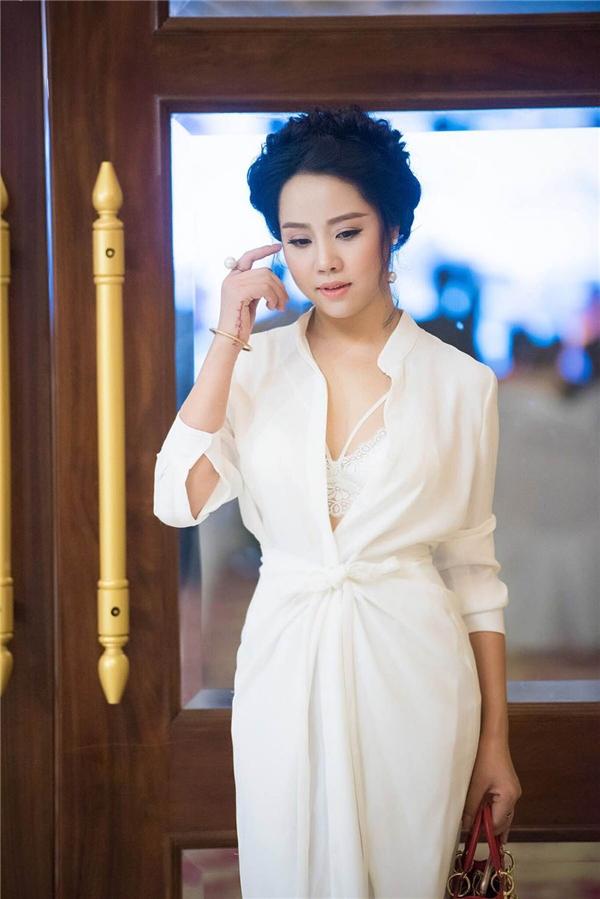 Sau 2 năm đăng quang, Trần Yến Hoa được nhận xét ngày càng mặn mà, sắc sảo hơn.
