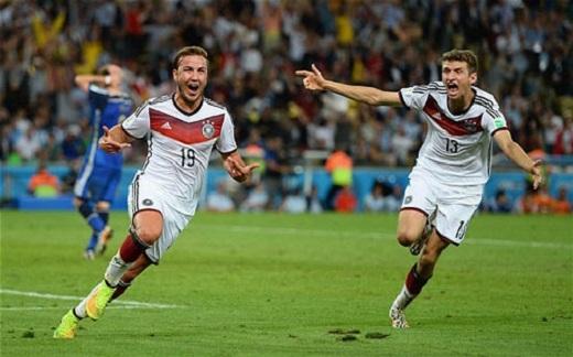 Gotze (trái) ghi bàn vào lưới Argentina tại chung kết World Cup 2014