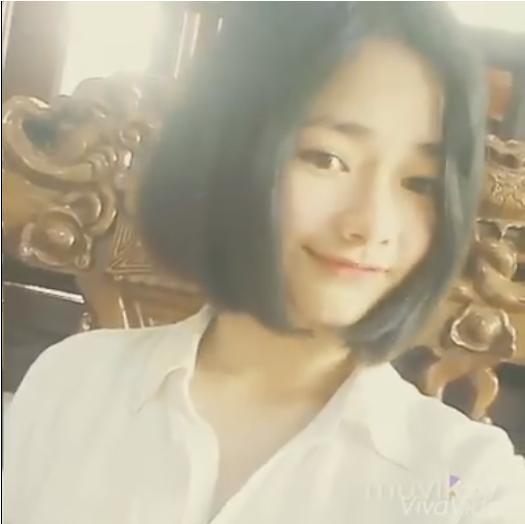 Mở đầu đoạn clip là hình ảnh cô gái vô cùng dễ thương. (Ảnh: Cắt clip)