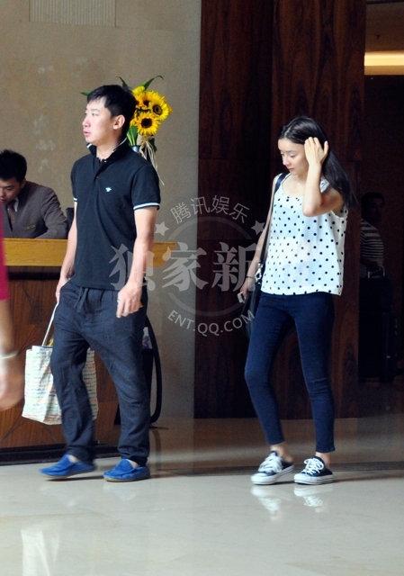 Hình ảnh năm 2013, Viên San San và một người được cho là thiếu gia tại một khách sạn