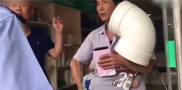 kẹt đầu vào ống máng nước