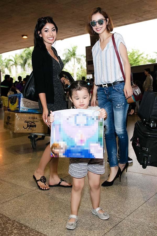 Ngoài những khoảnh khắc hiếm hoi về chồng và các con thì hình ảnh về bố mẹ và anh em của Jennifer Phạm luôn được công chúng quan tâm.