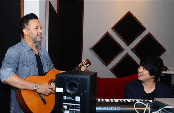 Đây được xem là những bước đầu tiên của anh trong việc kết nối Việt Nam ra đến thế giới thông qua âm nhạc và nghệ thuật.
