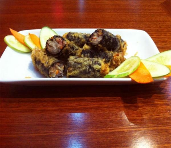 Mantu hấp, cơm bò bulgogi, trứng hấp, nem cuốn kiểu Hàn... là những món khá hay ho mà không phải đâu cũng có. (Ảnh: Internet)