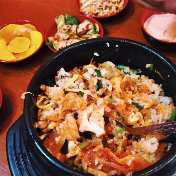 """Thịt nướng, cơm trộn là những món đặc trưng xứ kim chi mà ai cũng """"khoái"""". (Ảnh: Internet)"""