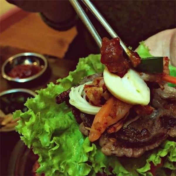Món thịt nướng siêu ngon trên phốHàng Chĩnh. (Ảnh: Internet)