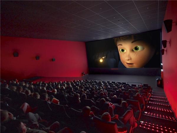 #14 Khi đi xem phim, xem kịch hay ca nhạc, nếu hàng ghế sau lưng bạn đã có người ngồi, hãy khéo léo quay mặt bạn đối mặt với những người ngồi ở hàng ghế sau ấy và từ từ di chuyển vào đúng ghế của mình, tránh xoay mông vào mặt họ, rất kinh khủng! Đàn ông đi trước, phụ nữ theo sau.(Ảnh: Internet)