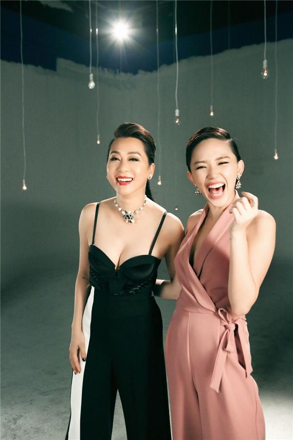 Mặc lịch làm việc dày đặc, nhưng nữ MC kì cựu vẫn thu xếp công việc để tham gia quay cùng Tóc Tiên.